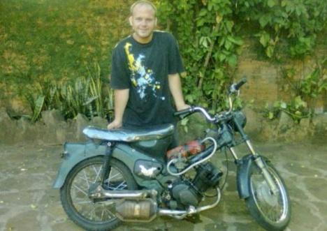 mecanico-logro-que-una-motocicleta-funcione-con-agua 1