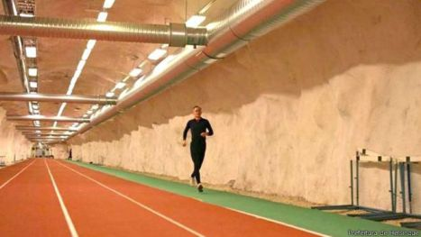 Helsínque, na Finlândia, conta com espaços públicos subterrâneos como esta pista de corrida.