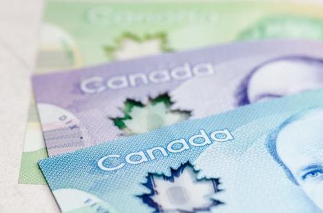 Canadenses estão cortando notas de 20 dólares ao meio