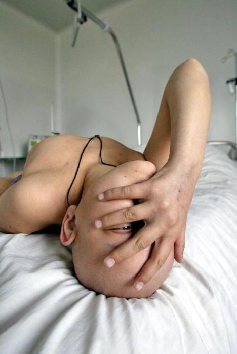 0 ind mulher mão rosto