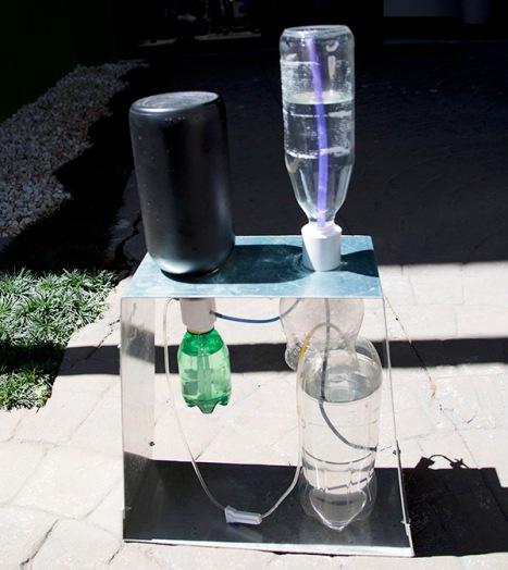 Pesquisador cria irrigador solar automático com garrafas usadas 1