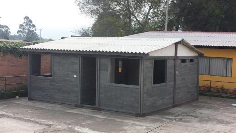 Arquiteto colombiano constrói casas com plástico e borracha reciclados 4