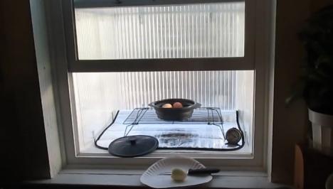Aprenda a fazer um aquecedor solar para janela que também funciona como forno 2