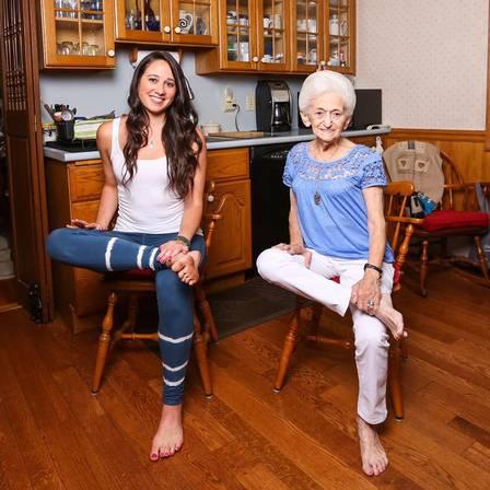 Idosa de 87 anos muda de postura e de vida após começar a praticar yoga 2