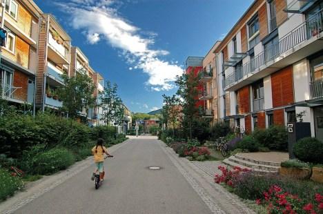 O bairro que recicla, gera energia, quase não tem carros e tem gente feliz 3