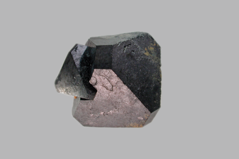 descoberto-minerio-que-converte-luz-solar-calor-e-movimento-em-eletricidade
